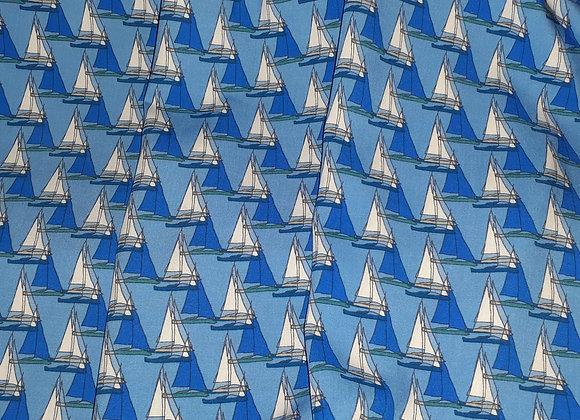 Papier-Schiffchen auf Viskose