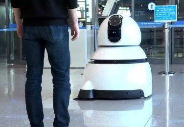 LG Unveils New Airport Guide and Cleaning Robots in at Incheon International