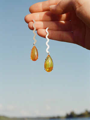 Amber drops in waves