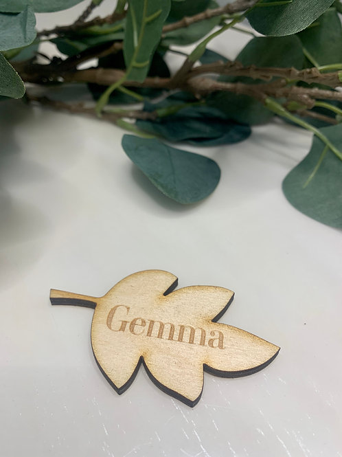 Wooden leaf place name setting (light wood)