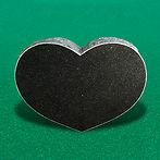 Urnesten i sort hjerteformet