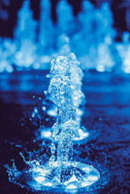 Vandsten med lys og pumpe giver kant i h