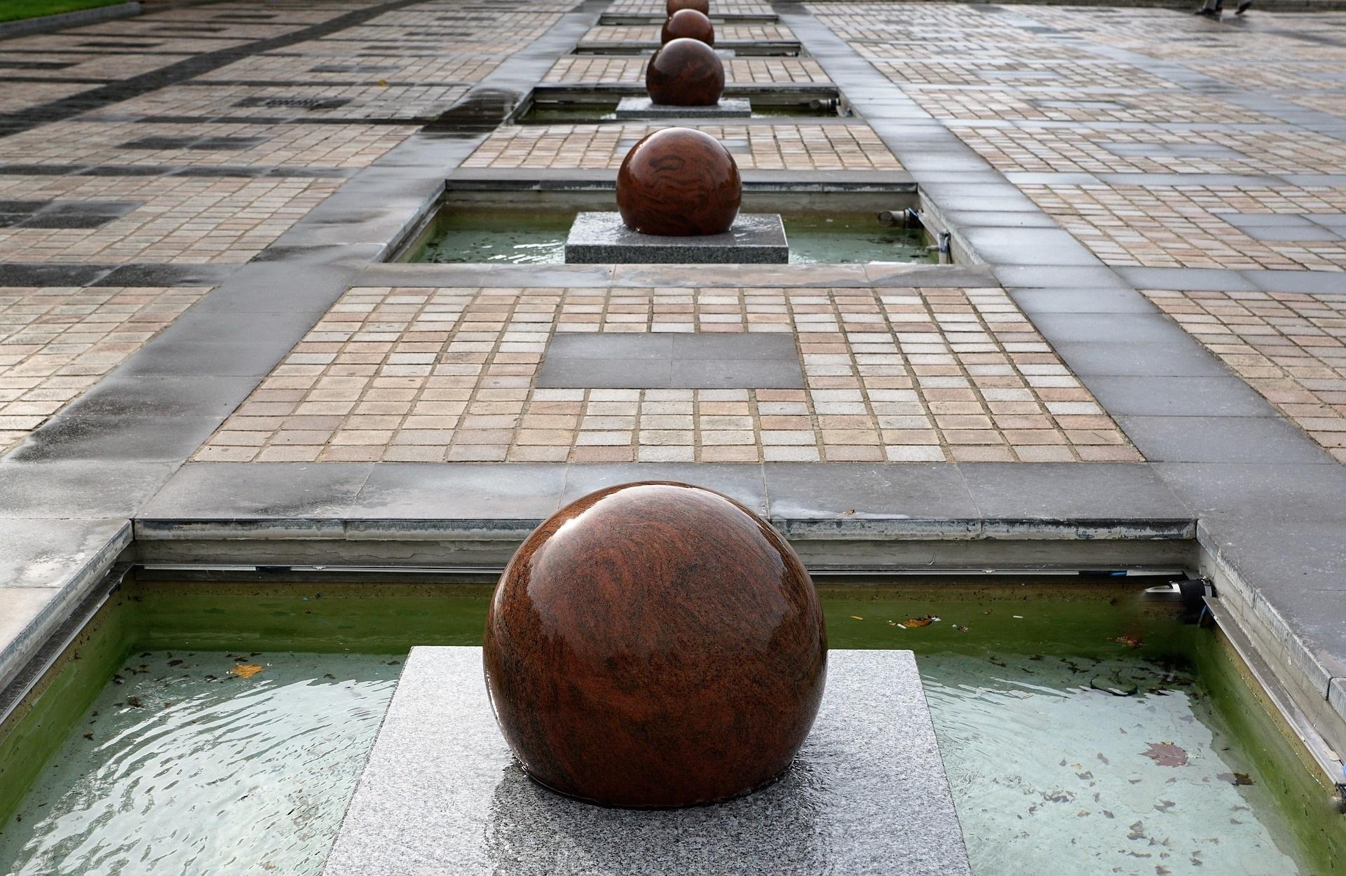 Granitbelægning med granitkugler