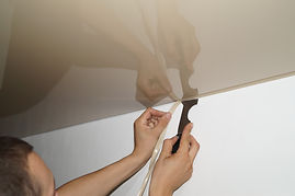 монтаж маскировочной ленты в натяжной потолок