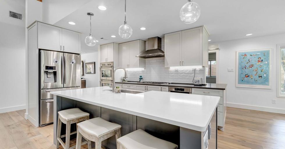 Kitchen 2 | Team Haikola | Sleek & Sophisticated