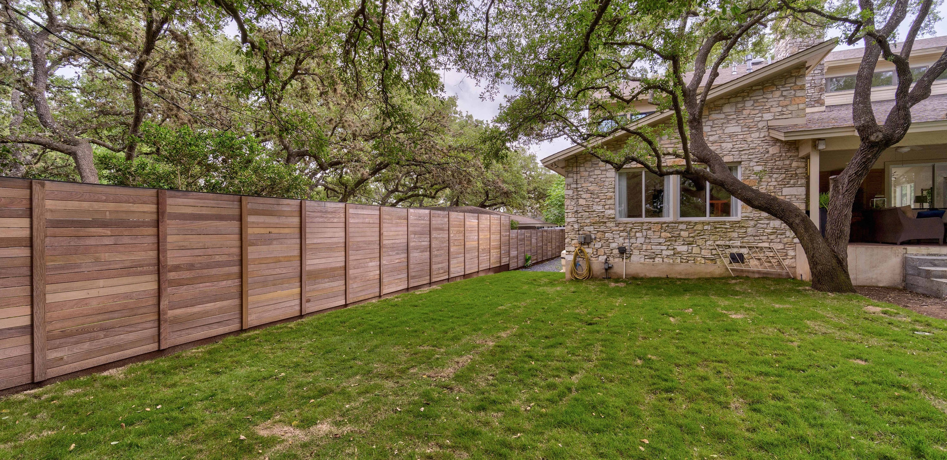 Custom Fence | Team Haikola | Sleek & Sophisticated