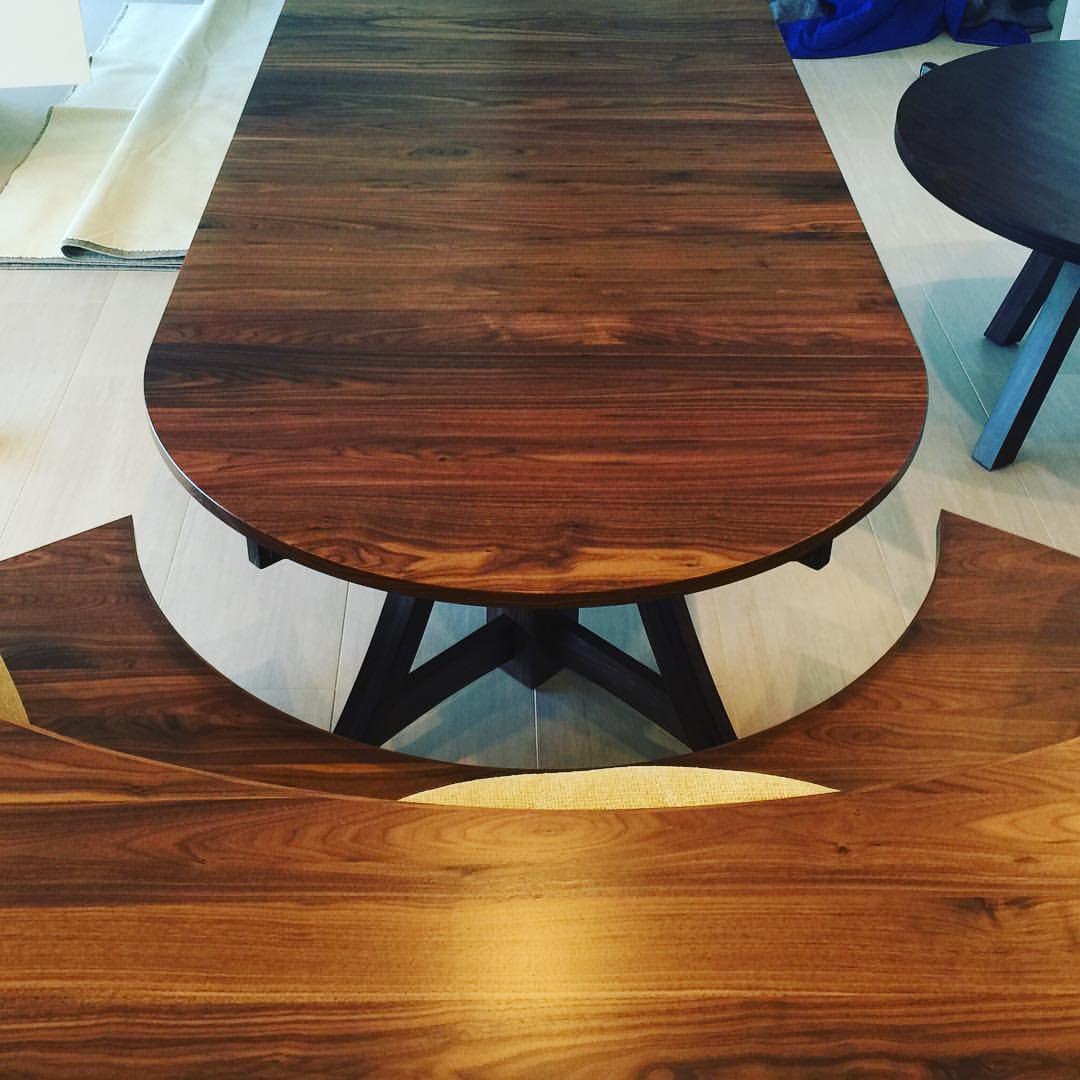 Giving Table in Walnut