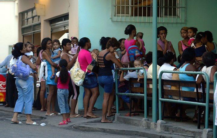 pacientes aguardam atendimento em unidade pública