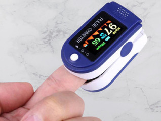 A step-by-step guide to using a pulse oximeter.