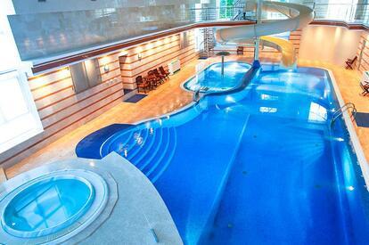 kiev_hotel_platium_entertainment_pool_02