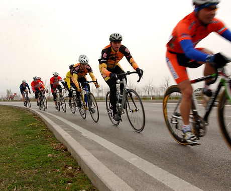 Military_cyclists_in_pace_line.jpg