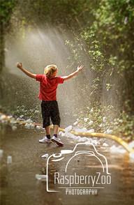Fun Run Boy Water Spray Light Rays
