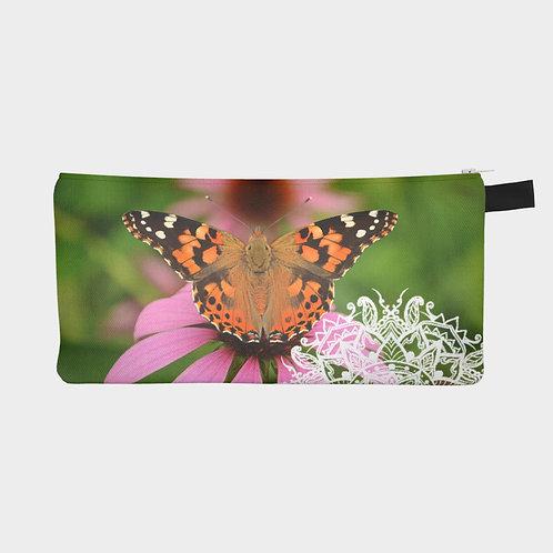 Papillon dans un jardin