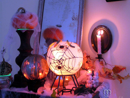 Diy Halloween Globes ~ Transforming old light globes into Ghoulish Halloween Decor