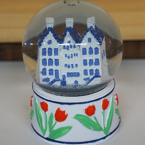 Snowglobe with canal houses
