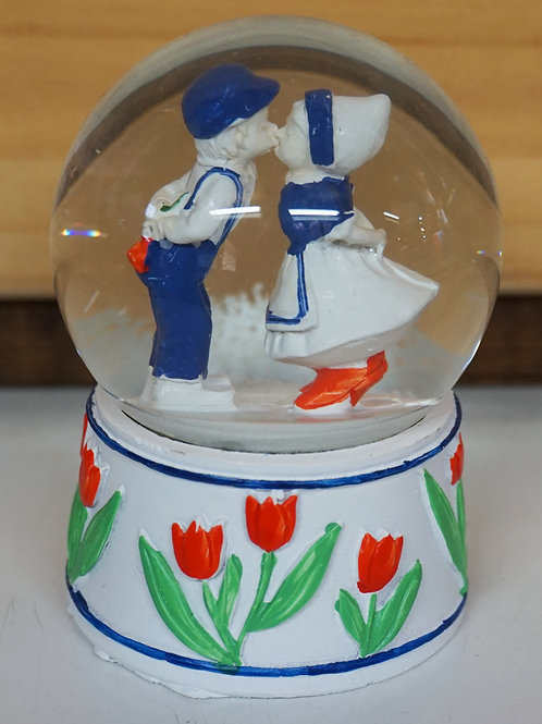 Snowglobe with Kissing Couple