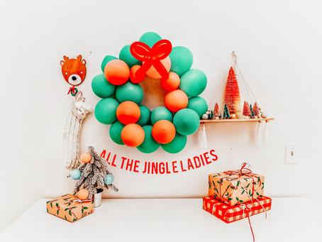 Christmas Balloon Wreath (DIY Craft)