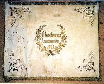 Vereinsfahne von 1871 im Probelokal.jpg