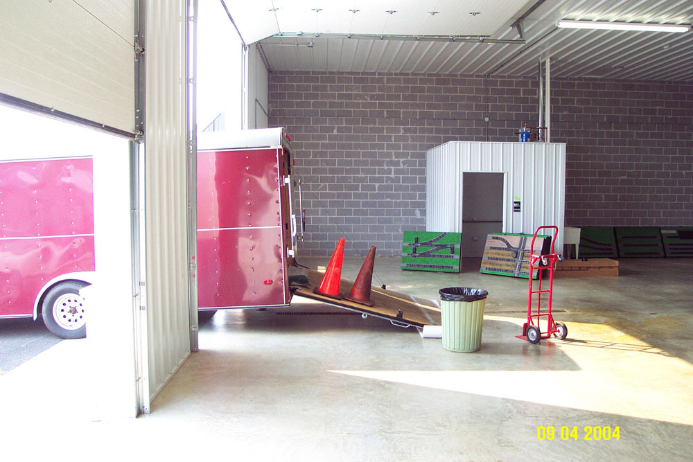 2005 New Club House Unloading