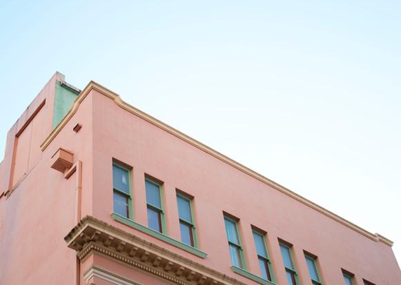 bâtiment rose