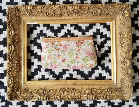"""Trousse maquillage de la collection """"Broché de la Reine Marie-Antoinette"""" (ref 8850.65) Royal Tapisserie / pencil case tapestry"""