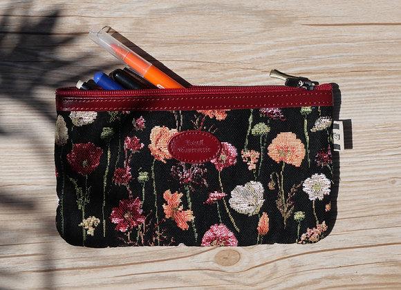 8929.76 Trousse à stylos Des Fleurs en Hiver
