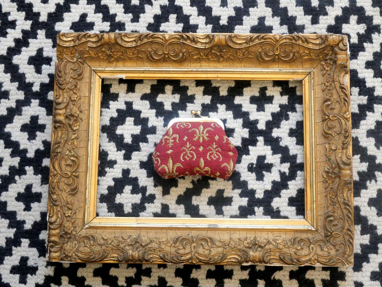 """Porte-monnaie retro de la collection """"Fleurs de lys fond rouge"""" (ref 402.83) Royal Tapisserie / coin purse tapestry"""