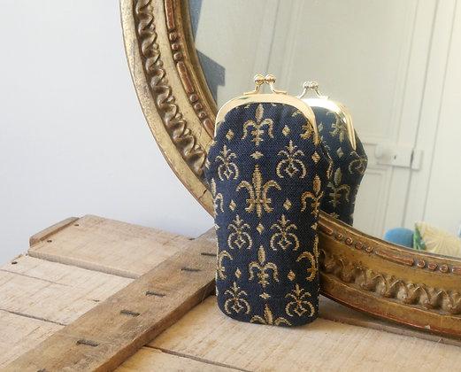 royal tapisserie fleurs de lys coussin etui lunettes tapestry glasses case lilies flower cushion coussin made in france paris