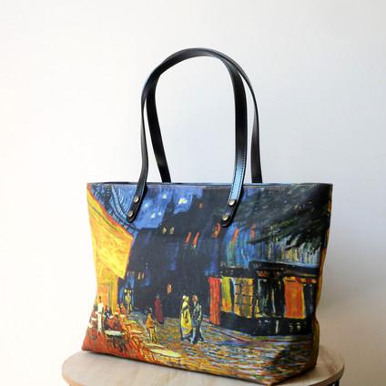 """Maison Martin par Royal Tapisserie sac shopping """"Terrasse du café le soir"""" de Van Gogh (référence 8975V1)"""