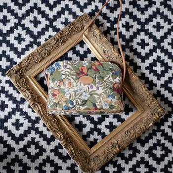 """Sac bandoulière de la collection """"Fleurs de Prunier"""" (ref 8901.1) Royal Tapisserie / Shoulder bag tapestry"""