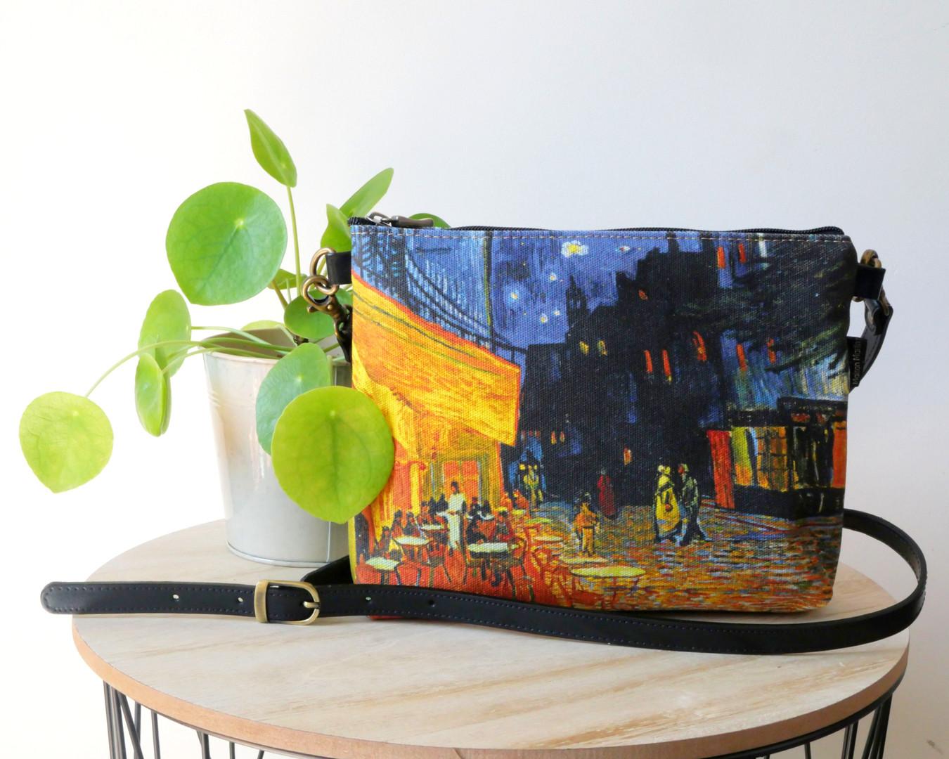 """Maison Martin par Royal Tapisserie sac bandoulière """"Terrasse du café le soir"""" de Van Gogh (référence 8972V1)"""
