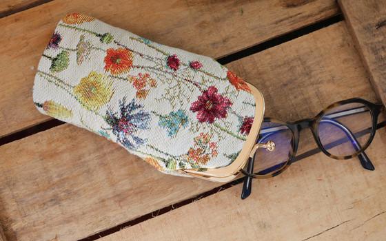 """Etui à lunettes rétro de la collection """"Fleurs des Champs"""" (ref 405.74) Royal Tapisserie / Glasses case tapestry"""