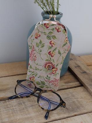 etui lunette marie antoinette versailles trousse coussin Royal Tapisserie tapestry handbag pencil case cushion glasses case