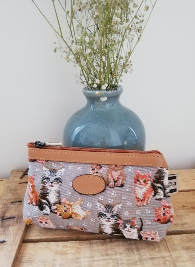 "Trousse maquillage de la collection ""Chatons"" (ref 8850.71) Royal Tapisserie / Pencil case tapestry"
