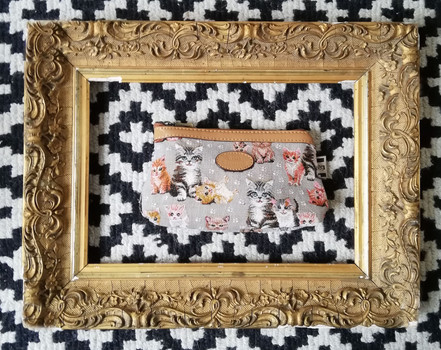 "Trousse maquillage de la collection ""Chatons"" (ref 8850.71) Royal Tapisserie / Pencil case tapestry"