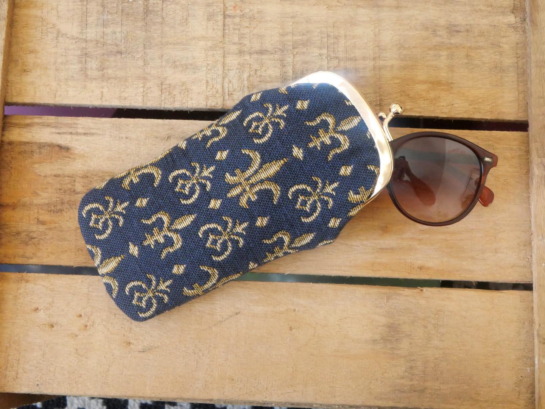 """Etui à lunettes rétro collection """"Fleurs de Lys fond bleu"""" (ref 405.9) Royal Tapisserie / Glasses case tapestry"""
