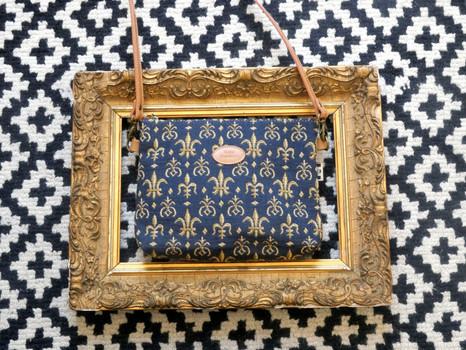 """Sac bandoulière de la collection """"Fleurs de Lys bleu"""" (ref 8972.9) Royal Tapisserie / Shoulder bag tapestry"""