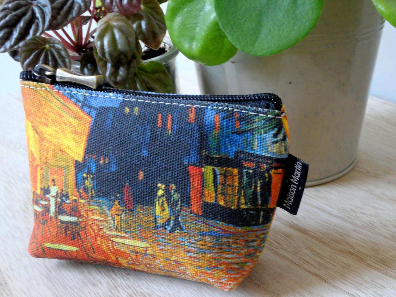 """Maison Martin par Royal Tapisserie porte-monnaie zippé """"Terrasse du café le soir"""" de Van Gogh (référence 419V1)"""