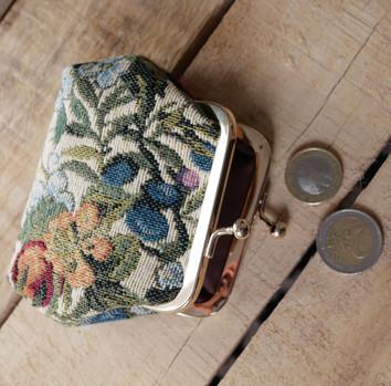 """Porte-monnaie rétro de la collection """"Fleurs de Prunier"""" (ref 402.1) Royal Tapisserie / coin purse tapestry"""