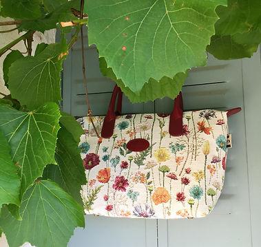 sac royal tapisserie sac en tapisserie sac fabriqué en france tapisserie fleurs de lys coussin paris