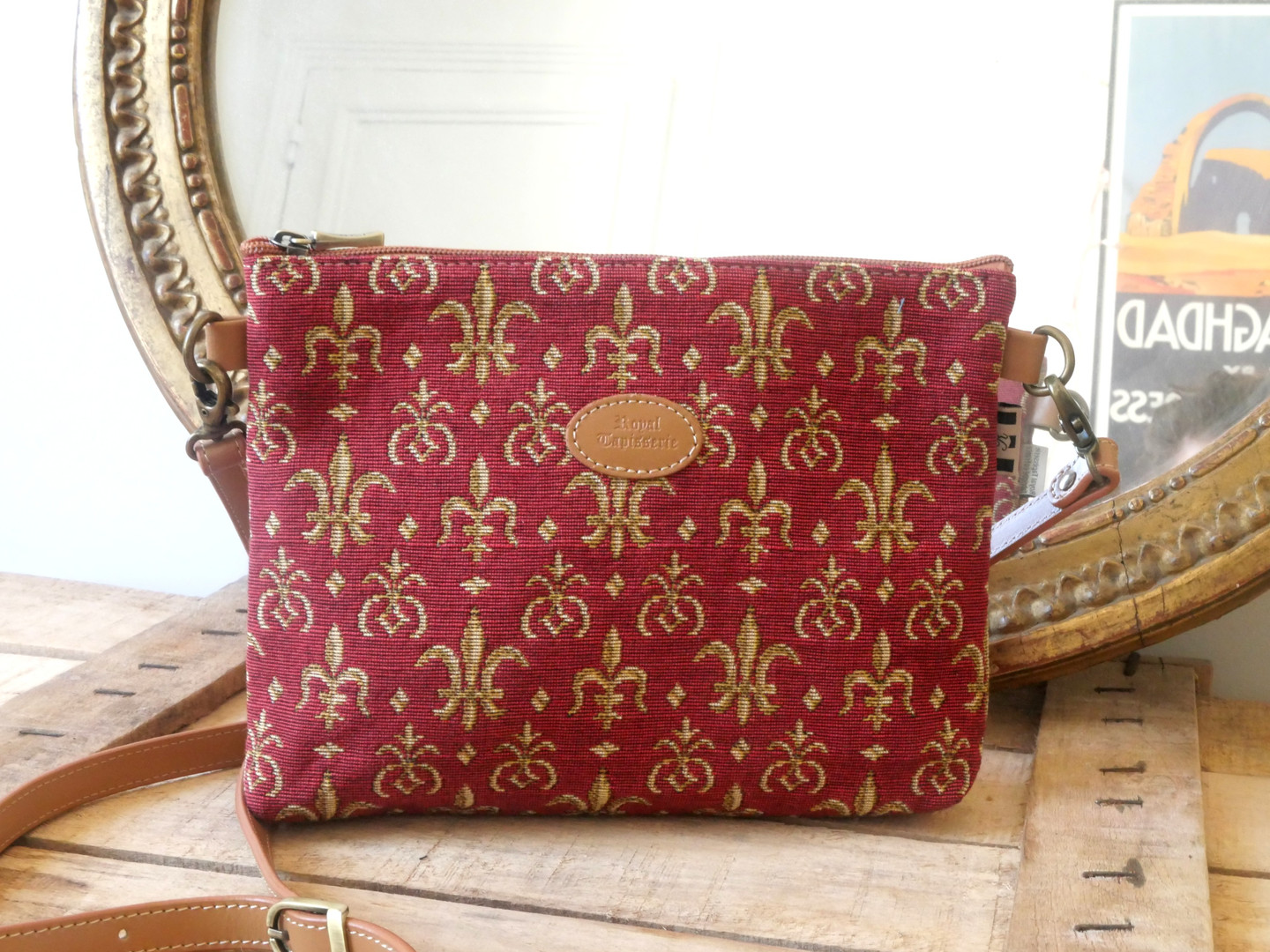 "Sac bandoulière de la collection ""Fleurs de Lys rouge"" (ref 8972.83) Royal Tapisserie / Shoulder bag tapestry"