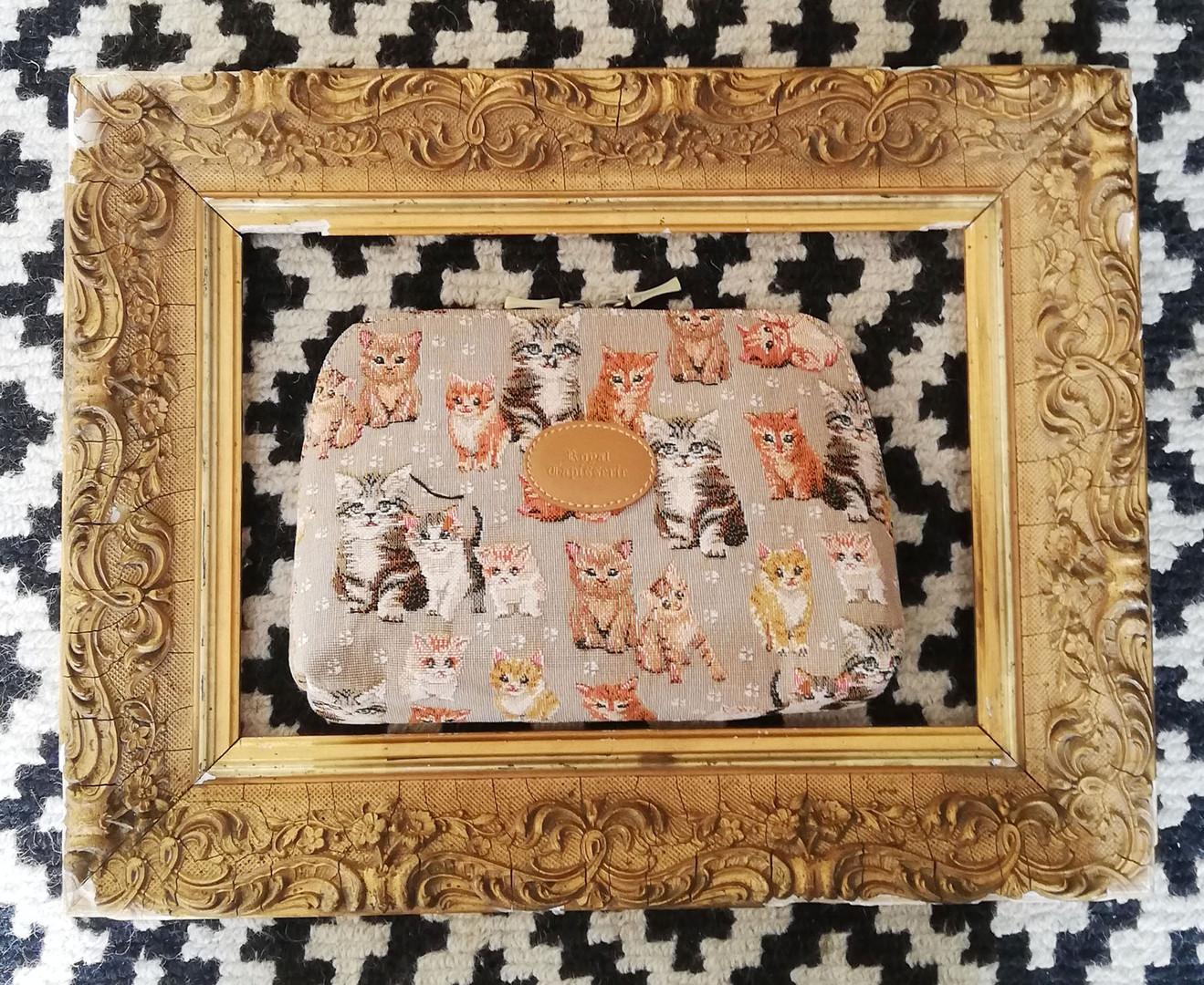 """Trousse de toilette de la collection """"Chatons"""" (ref 8881.71) Royal Tapisserie / Pencil case tapestry"""