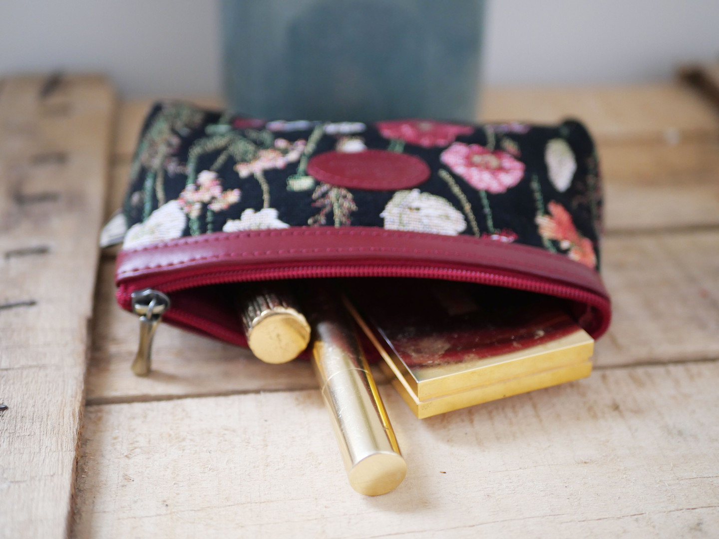 "Trousse à maquillage de la collection ""Des Fleurs en Hiver"" (ref 8850.76) Royal Tapisserie / Pencil case tapestry"