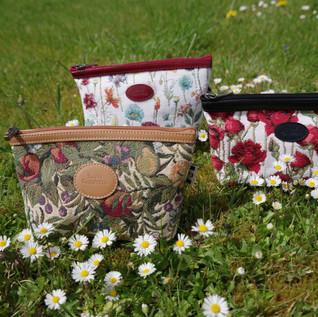 """Grandes pochettes des collections """"Fleurs de Prunier"""", """"Fleurs des Champs"""" et """"Roses Rouges"""" (ref 8917.1 , 8917.74 et 8917.66) Royal Tapisserie / Pencil case tapestry"""