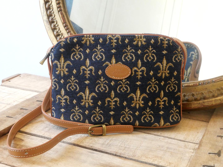 """Sac bandoulière de la collection """"Fleurs de Lys fond bleu"""" (référence 8901.9) Royal Tapisserie / Shoulder bag tapestry"""