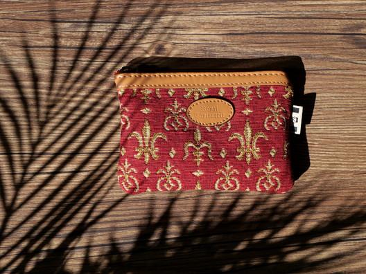 431.83 Pochette plate Fleurs de Lys rouge