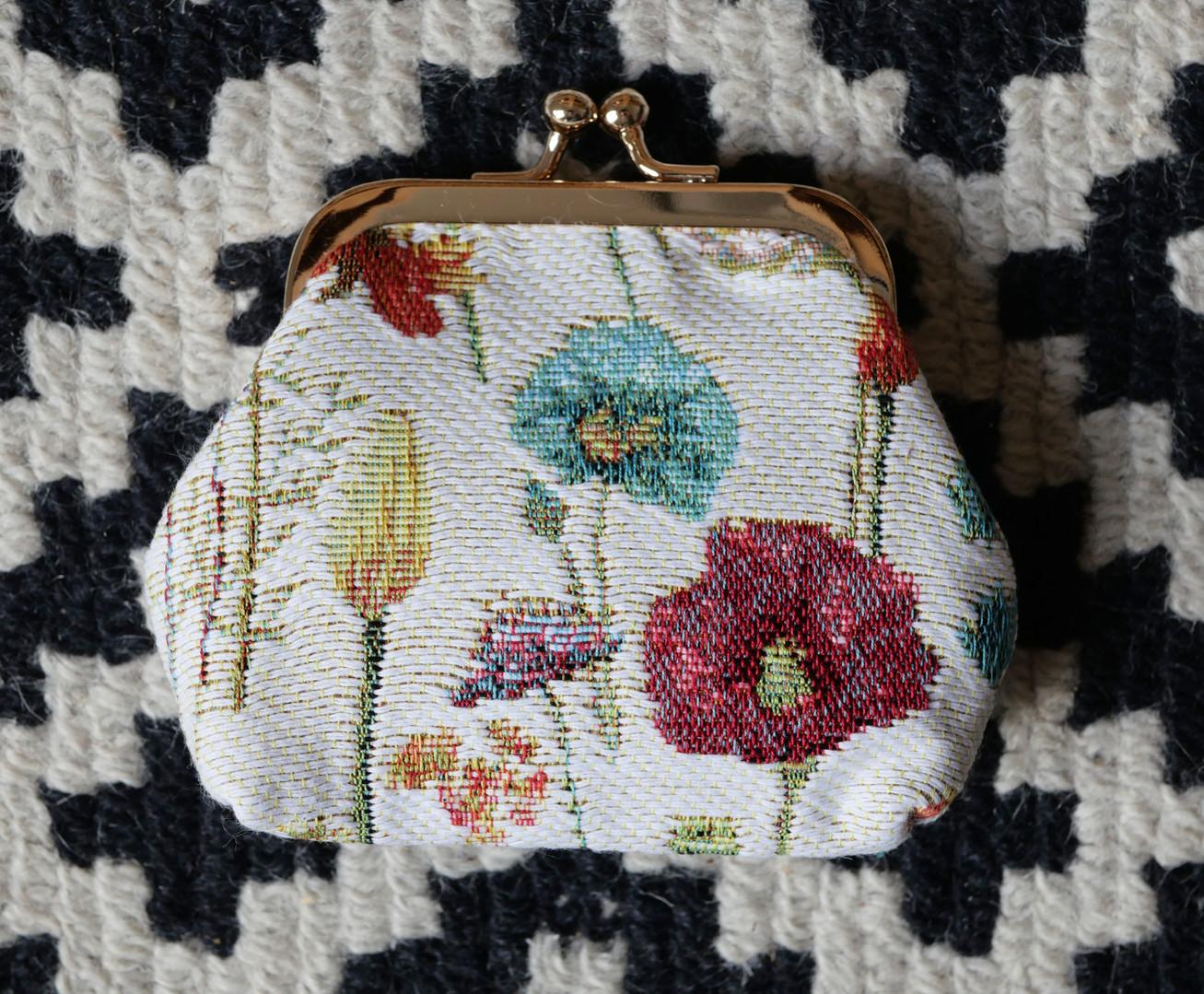 """Porte-monnaie rétro de la collection """"Fleurs des Champs"""" (ref 402.74) Royal Tapisserie / coin purse tapestry"""
