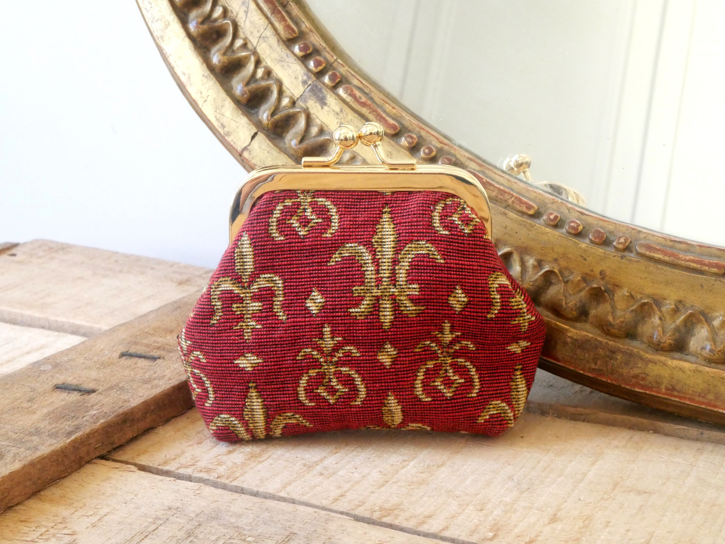 "Porte-monnaie retro de la collection ""Fleurs de lys fond rouge"" (ref 402.83) Royal Tapisserie / coin purse tapestry"