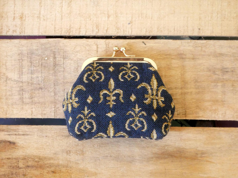 """Porte-monnaie rétro de la collection """"Fleurs de lys fond bleu"""" (ref 402.9) Royal Tapisserie / coin purse tapestry"""