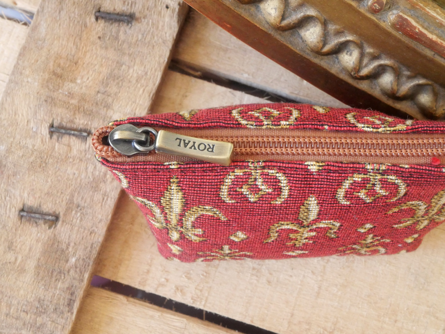 "Porte-monnaie de la collection ""Fleurs de Lys rouge"" (ref 419.83) Royal Tapisserie / coin purse tapestry"